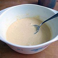 Густое тесто для бисквитного коржа - фото