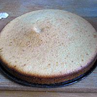 Вынем бисквит из формы - фото