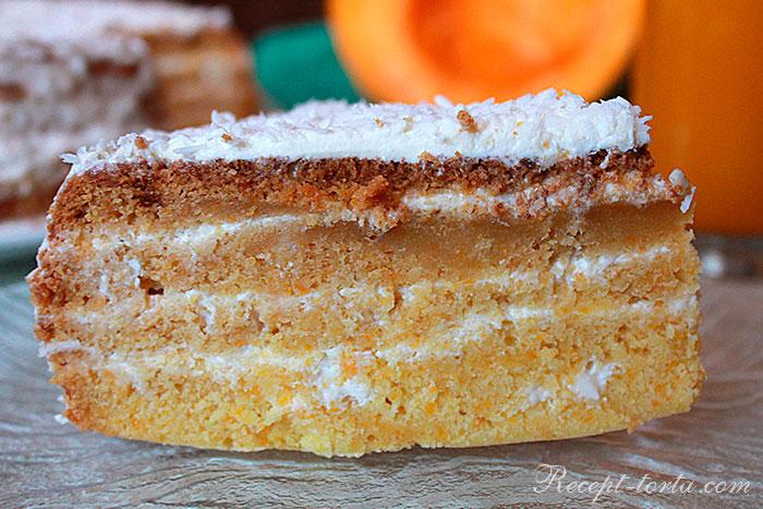 Кусочек торта из тыквы под сметанным кремом