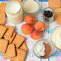 Ингредиенты для торта из печенья, сметаны и фруктов - фото