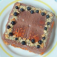 Украшаем ягодой и орехами - фото