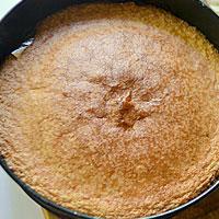 Остужаем бисквит для торта - фото